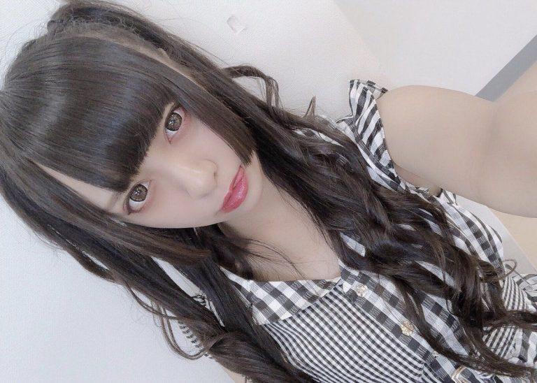 Una Idol intenta sacarse una foto kawaii y aparece como un fantasma
