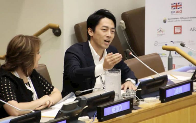 """El Ministro de Medio Ambiente de Japón dice que la lucha contra el cambio climático debe ser """"divertida, legal y sexy"""""""